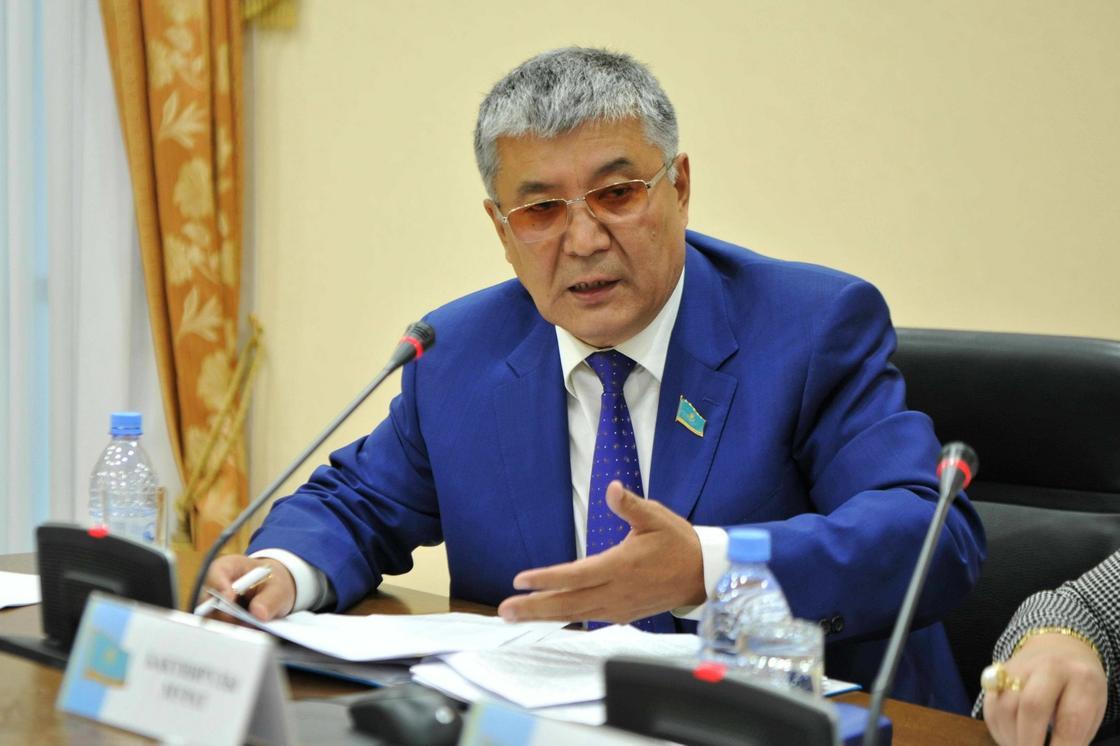 Депутат призвал обязать каждого гражданина знать казахский язык