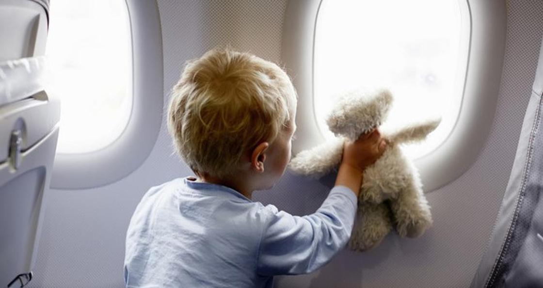 Пассажиры рассказали, как утихомирить непослушных детей в самолете