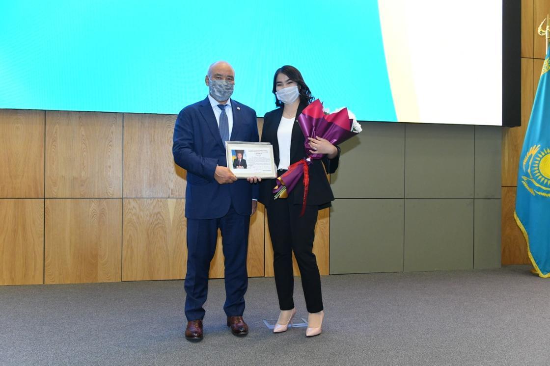 Туркестанская молодежь награждена благодарственными письмами Елбасы