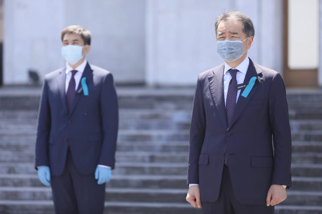 День траура: как алматинцы почтили память скончавшихся от коронавируса