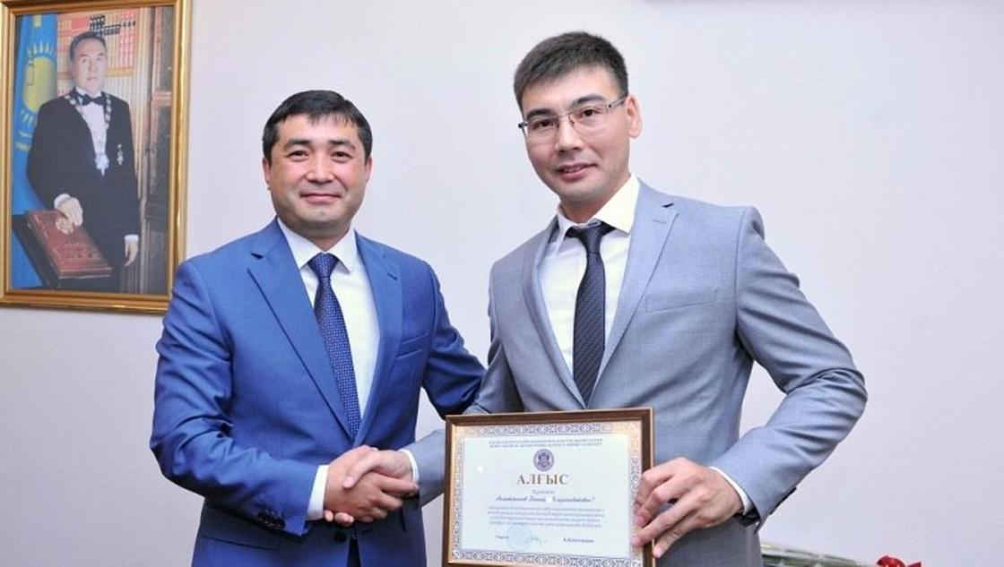 Азамат Әмірғалиев (сол жақта). Фото: udp-rk.kz