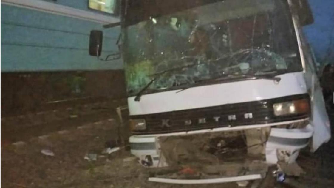 Без техосмотра: снесенный поездом автобус на Шамалгане выпущен в 1990 году