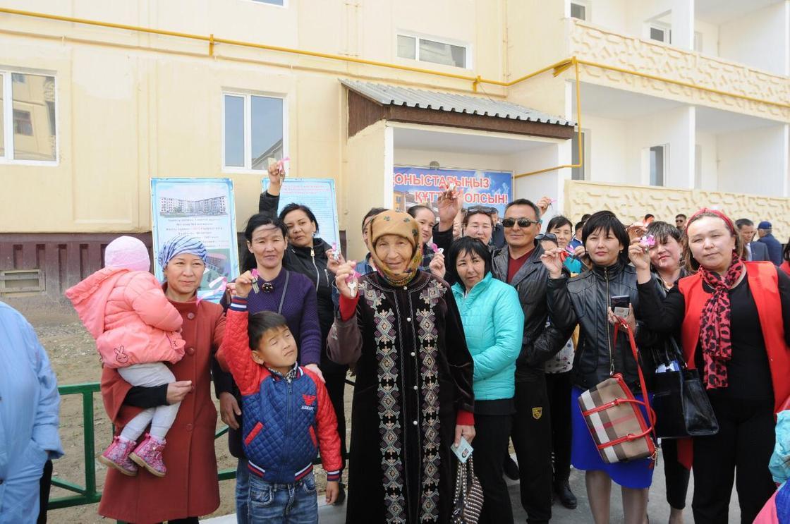 """Жамбыл облысында """"Нұрлы жер"""" бағдарламасы аясында 60 пәтерлік тұрғын үй пайдалануға берілді"""