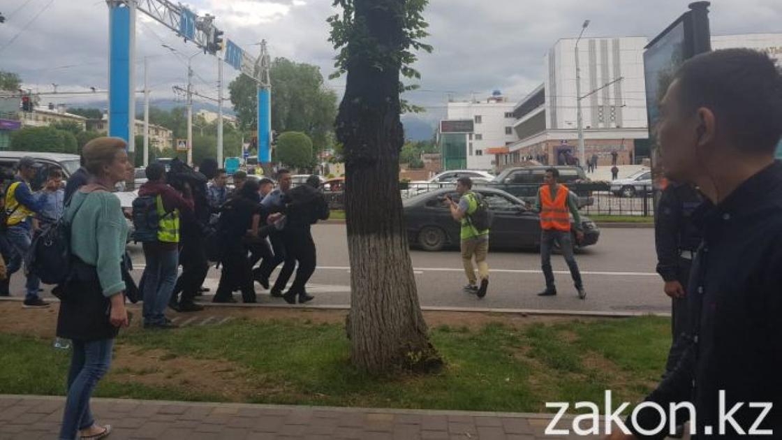 Призывавших к митингам провокаторов задержали в Алматы (фото, видео)