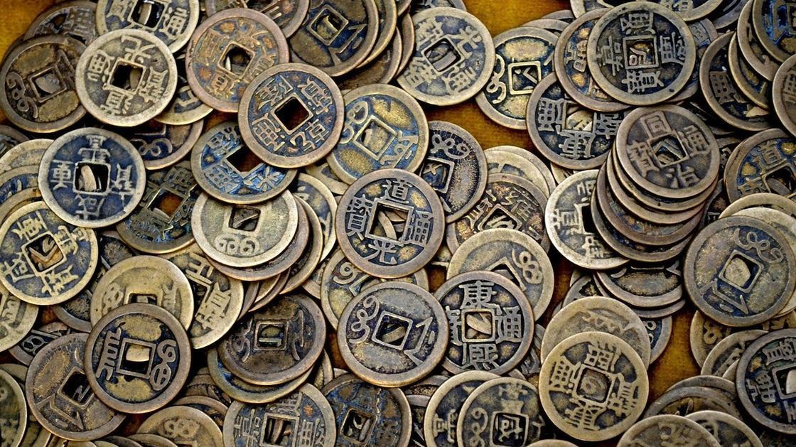 Бронзовые монеты Китая с отверстием посередине