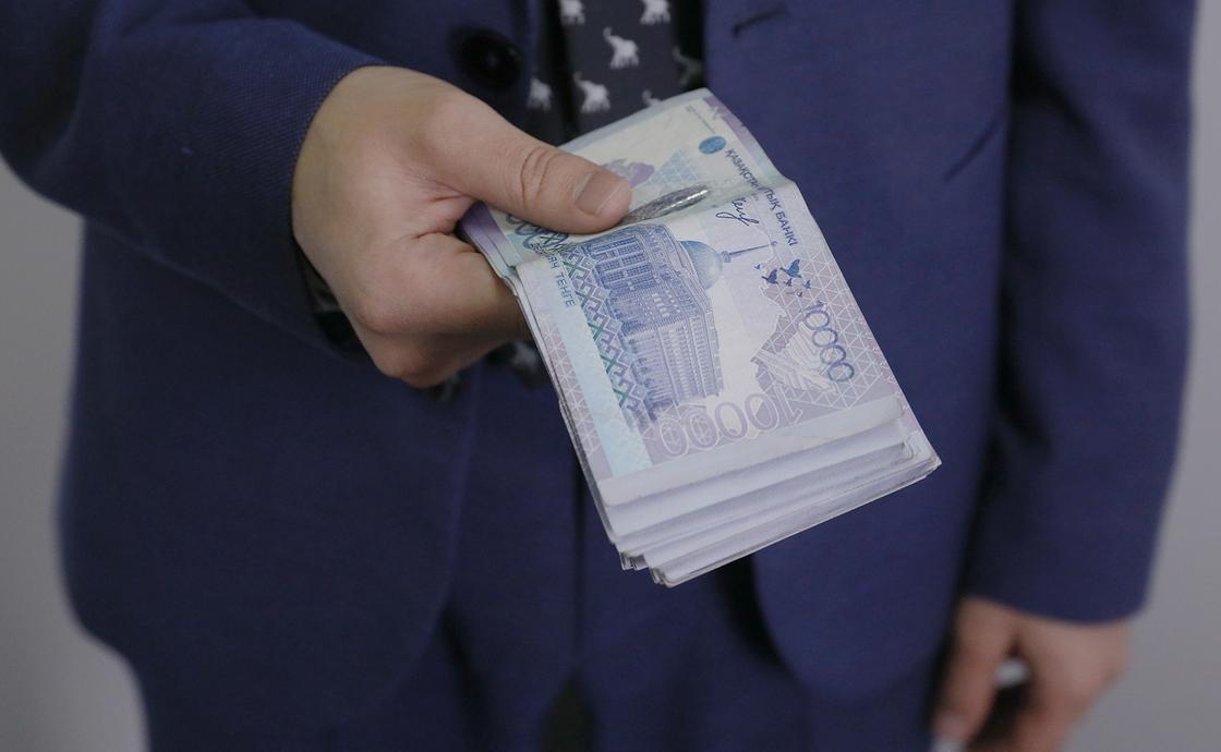 """Член Совета Ассоциации """"Болашак"""" перечислил 100 млн тенге на борьбу с коронавирусом"""