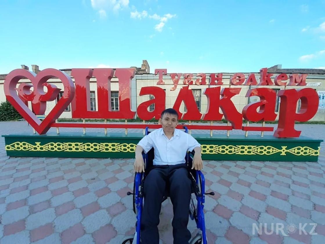 """""""Хотел быть повыше, но стал калекой"""": Казахстанец нуждается в помощи"""