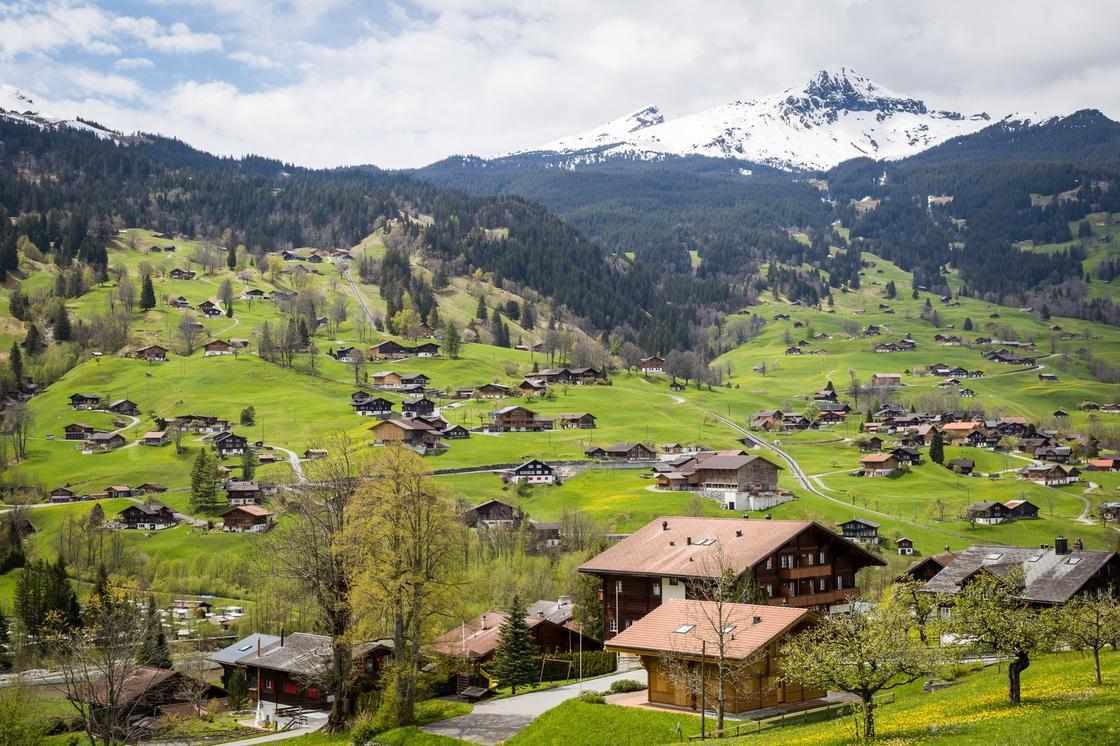 Швейцария ввела карантин для казахстанцев