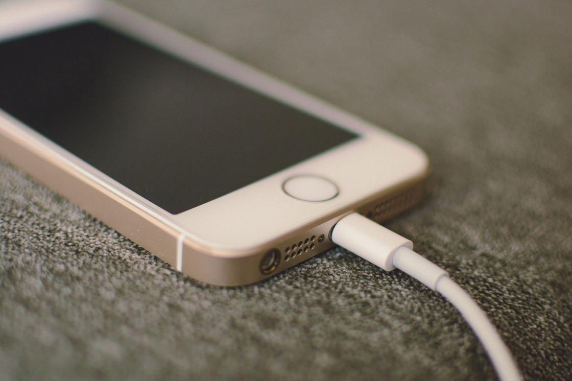 Об опасности зарядки смартфонов в общественных местах заявляют эксперты