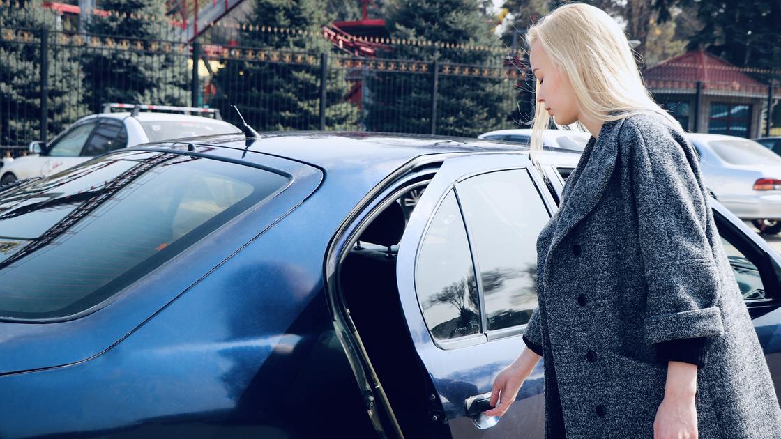 «За полную смену выходит 20 тыс. тенге»: таксист поделился секретами своей профессии