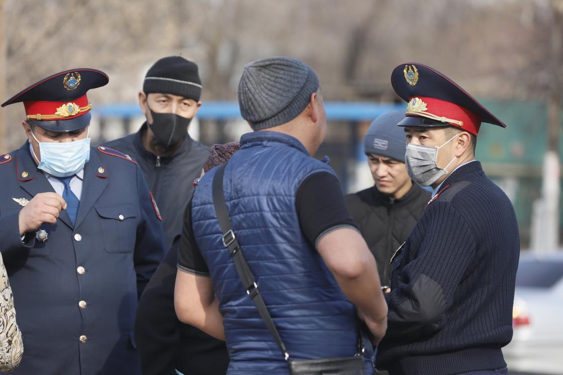 105 человек понесли ответственность за нахождение на улице без причин в Алматы
