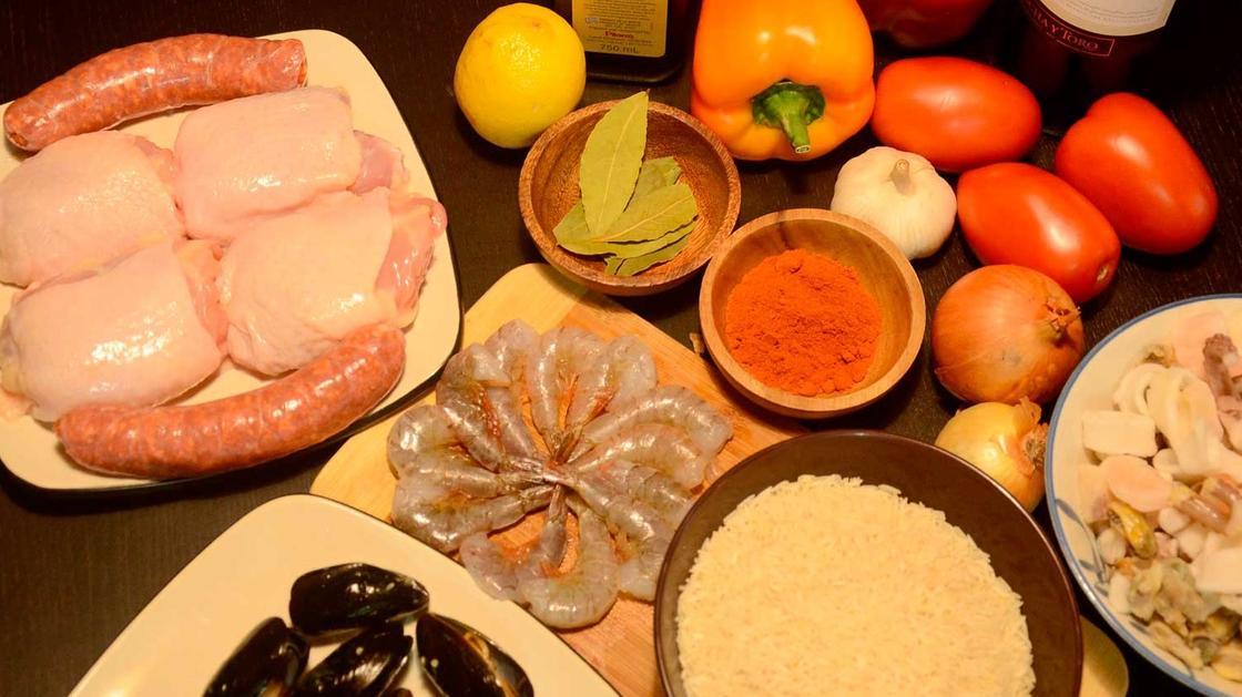 Разные ингредиенты для паэльи