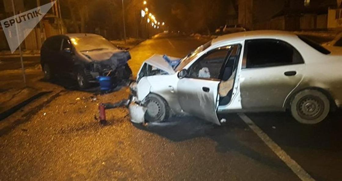 Семь человек пострадали в аварии в Алматы