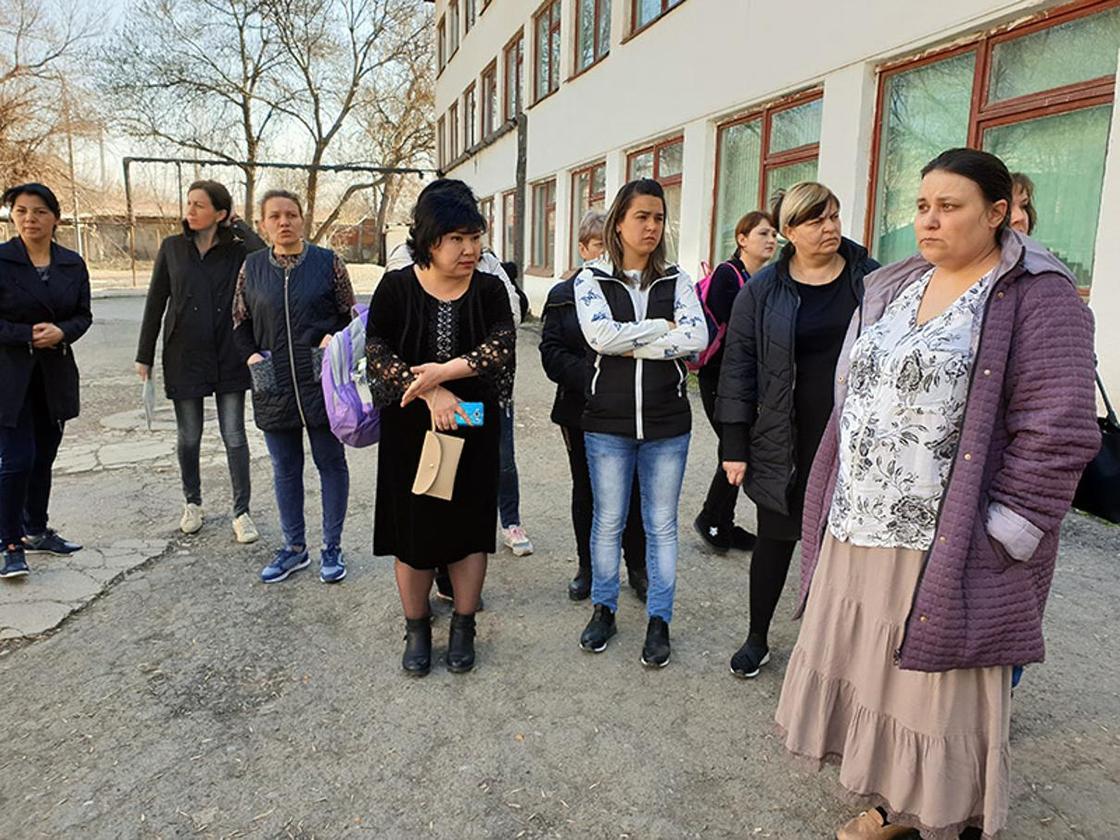 """""""Говорила, принесешь 50 тыс. тенге"""": крупный скандал разгорелся в одной из школ Шымкента (фото)"""