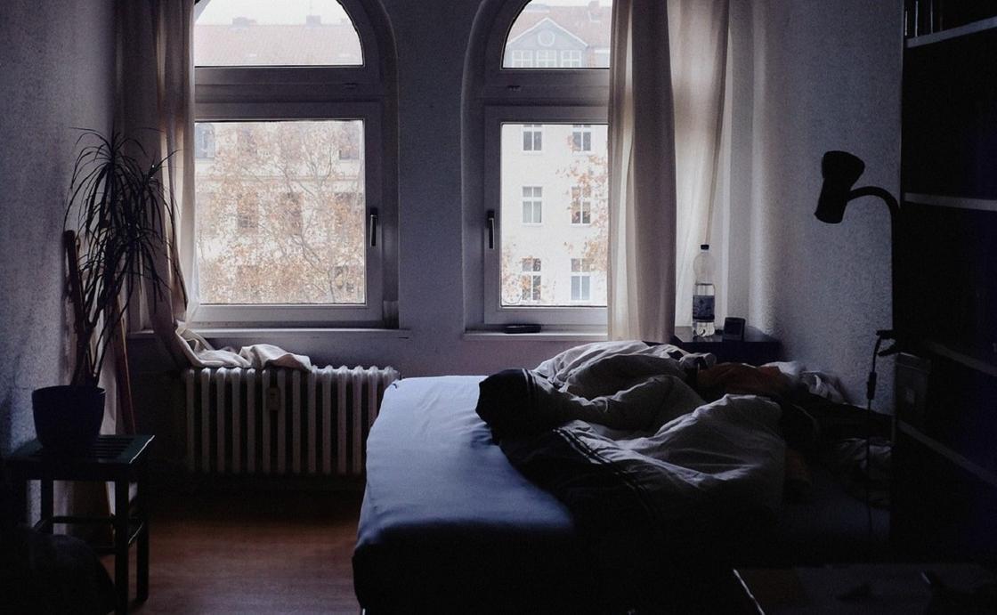 Сутки пролежала в постели: житель Шахтинска из ревности до смерти забил жену