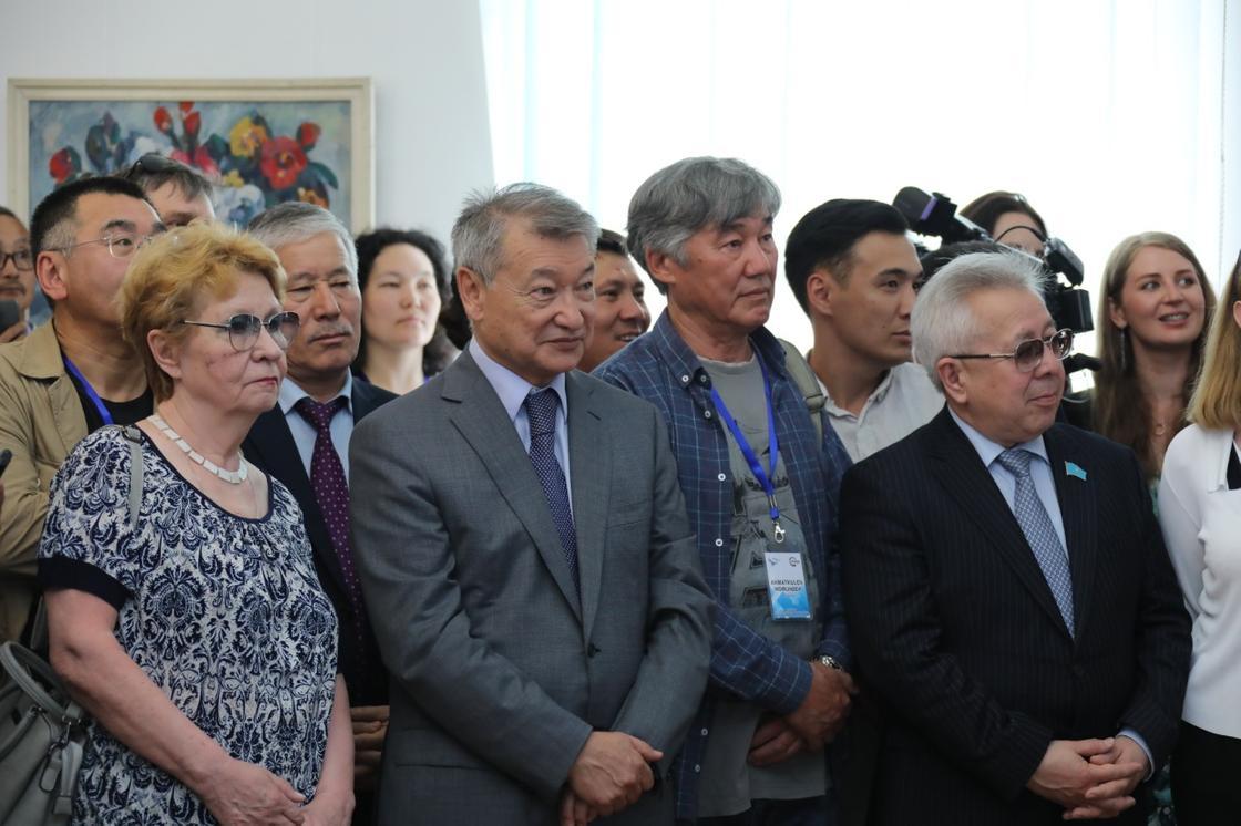Более 100 картин подарили художники мира музеям ВКО