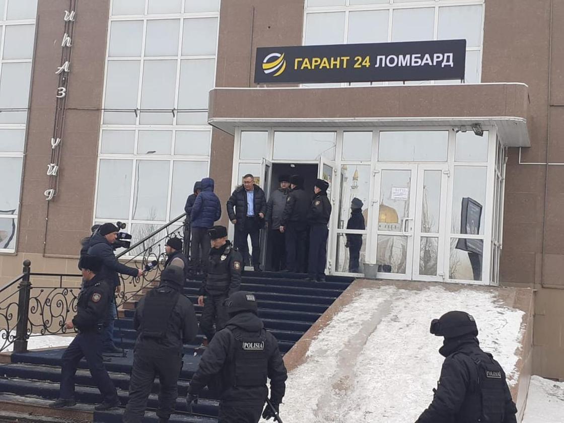 Спецоперации начались в финансовых компаниях в Актобе (фото)