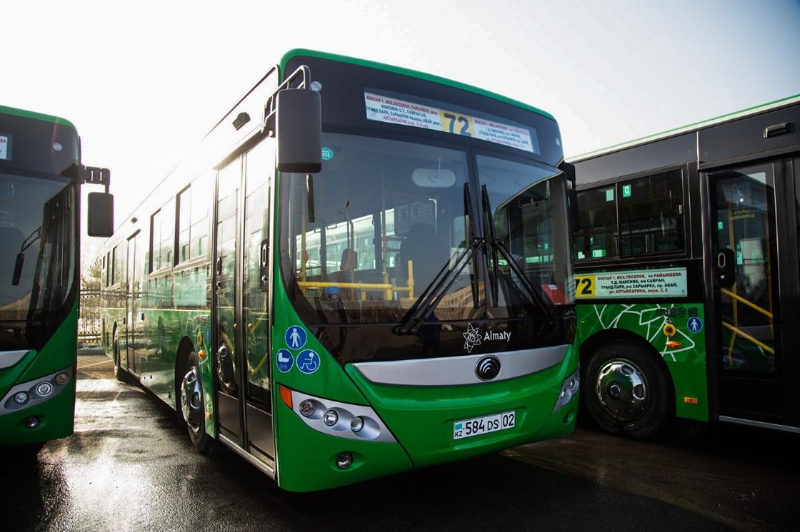 Первые электронные табло появились на остановках по линии BRT в Алматы (фото)