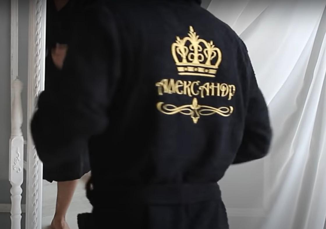 Халат с вышитым именем на спине