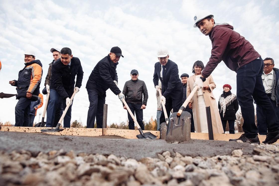 2019 жылдың 12 қазанында Ақмола облысының Бурабай ауданында IQanat High School of Burabay инновациялық мектебінің құрылысы басталды