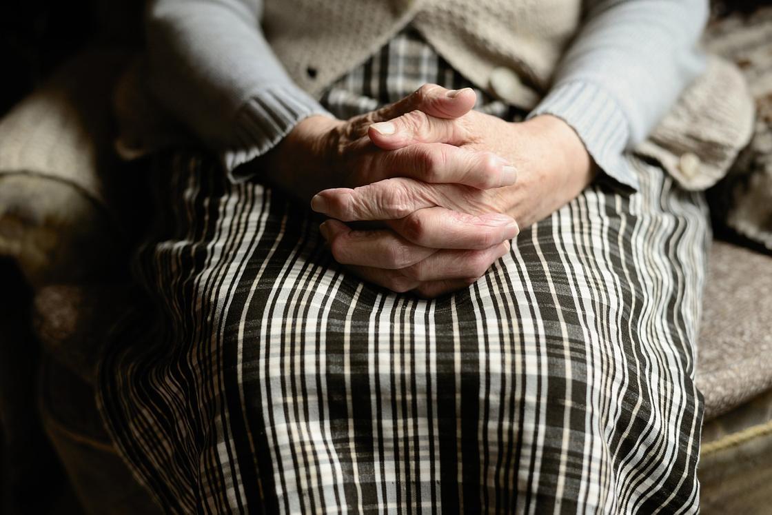 99-летняя женщина заболела коронавирусом в Акмолинской области