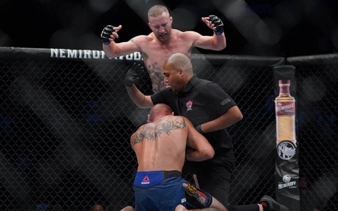 Главный бой вечера в UFC закончился избиением и нокаутом в первом раунде