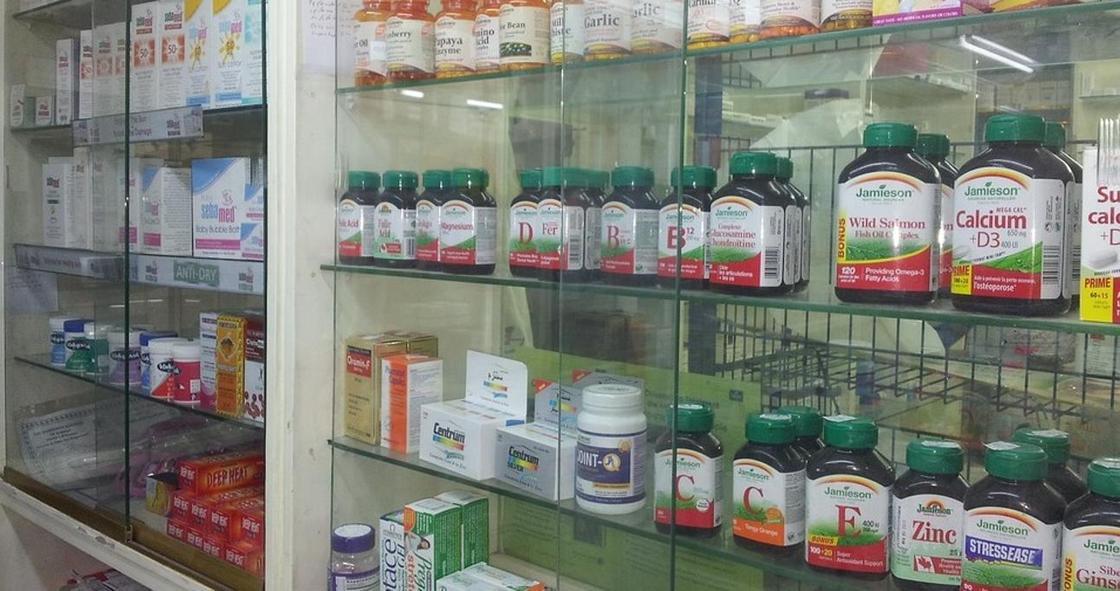 Полмиллиона тенге заплатит аптекарь, продавший глазные капли без рецепта