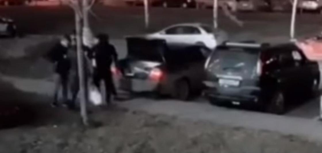 Боец ММА подрался с тремя хулиганами в Подмосковье (видео, 18+)