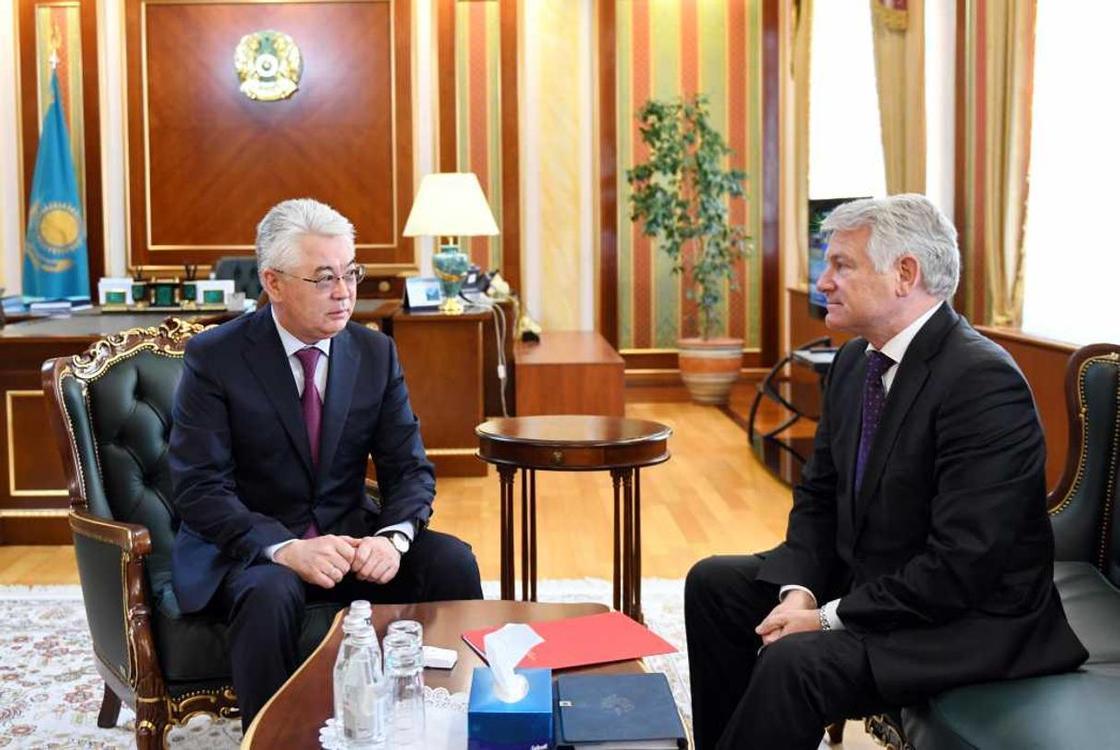 Глава МИД Казахстана встретился с послом Беларуси