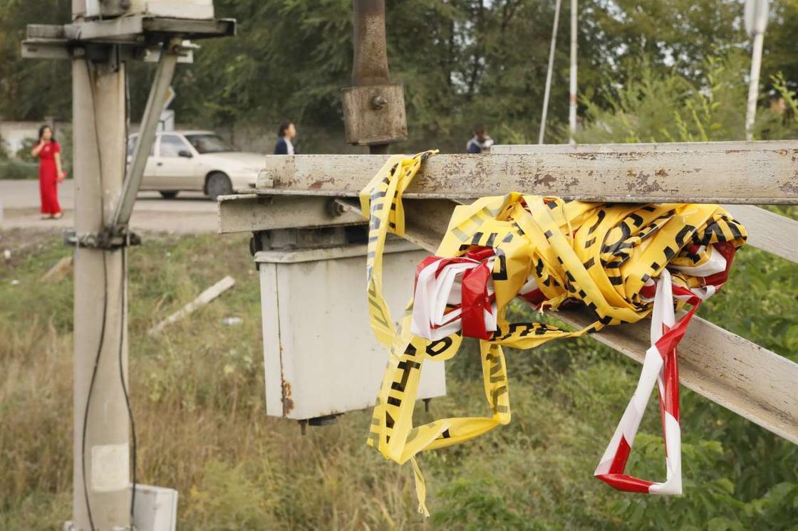 Поезд снес автобус в Шамалгане: полиция ищет очевидцев аварии