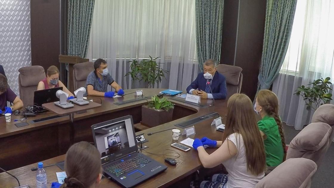 Аким ВКО провел встречу с врачами из Татарстана