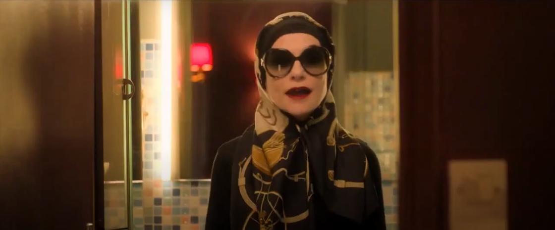 Женщина в очках и платке. Кадр из фильма «Крестная мама»