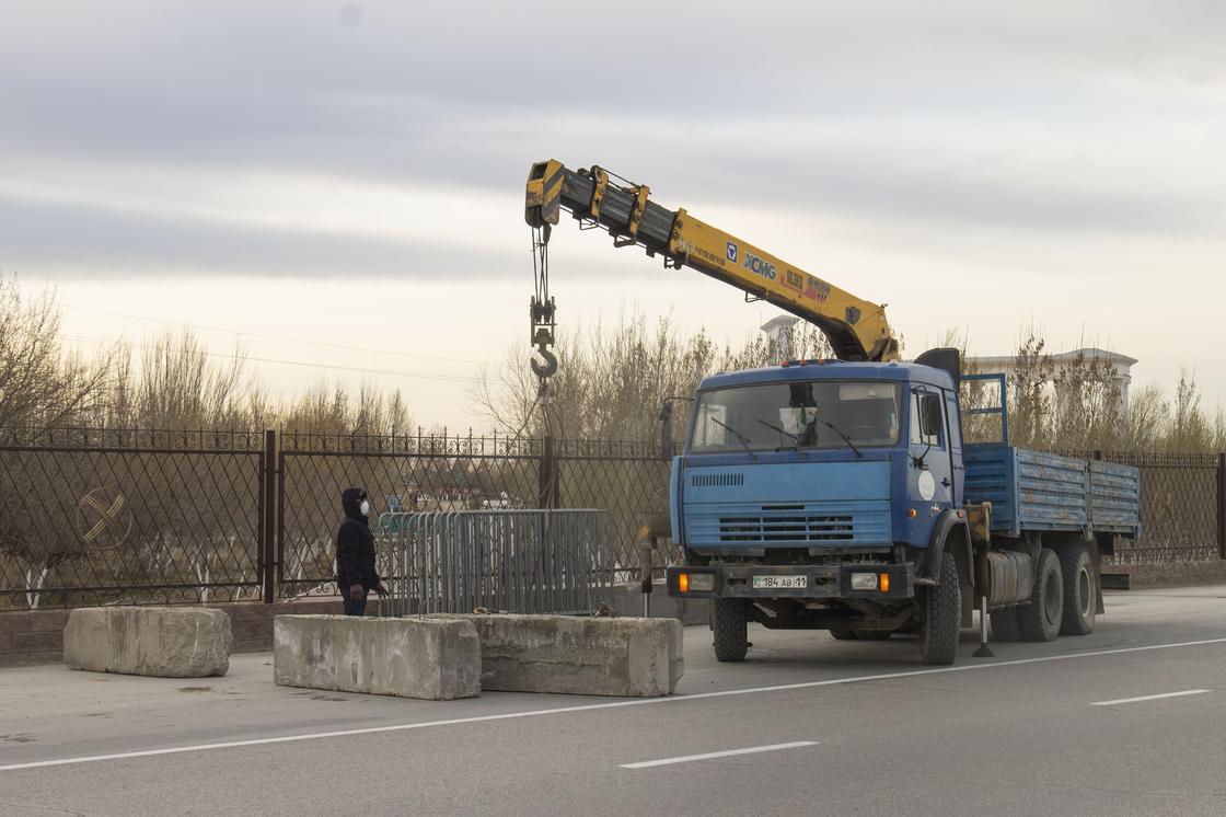 Закрывают на карантин: блокпосты выставили вокруг Кызылорды