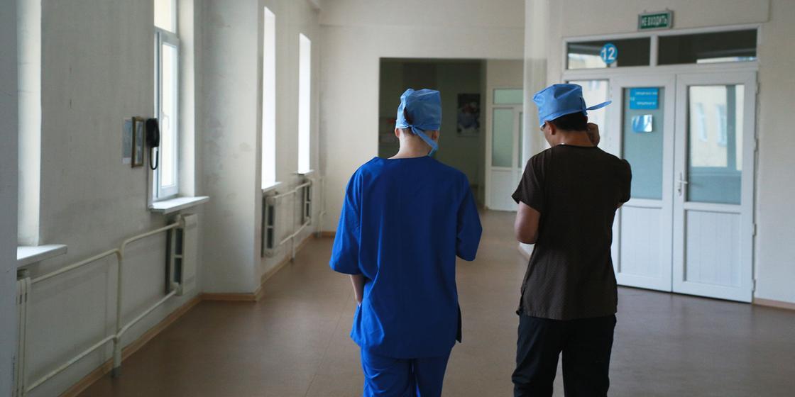 Хватает ли врачей для лечения пациентов, после вспышки коронавируса в ЦГКБ Алматы