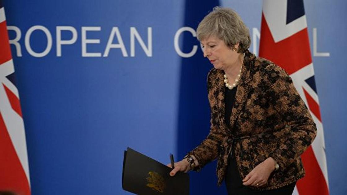 """Британский парламент отклонил соглашение Терезы Мэй по """"брекситу"""""""