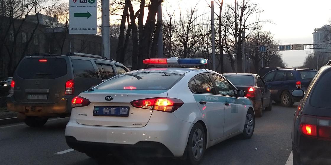 Полицейские помогли вернуть украденное имущество иностранке в Алматинской области