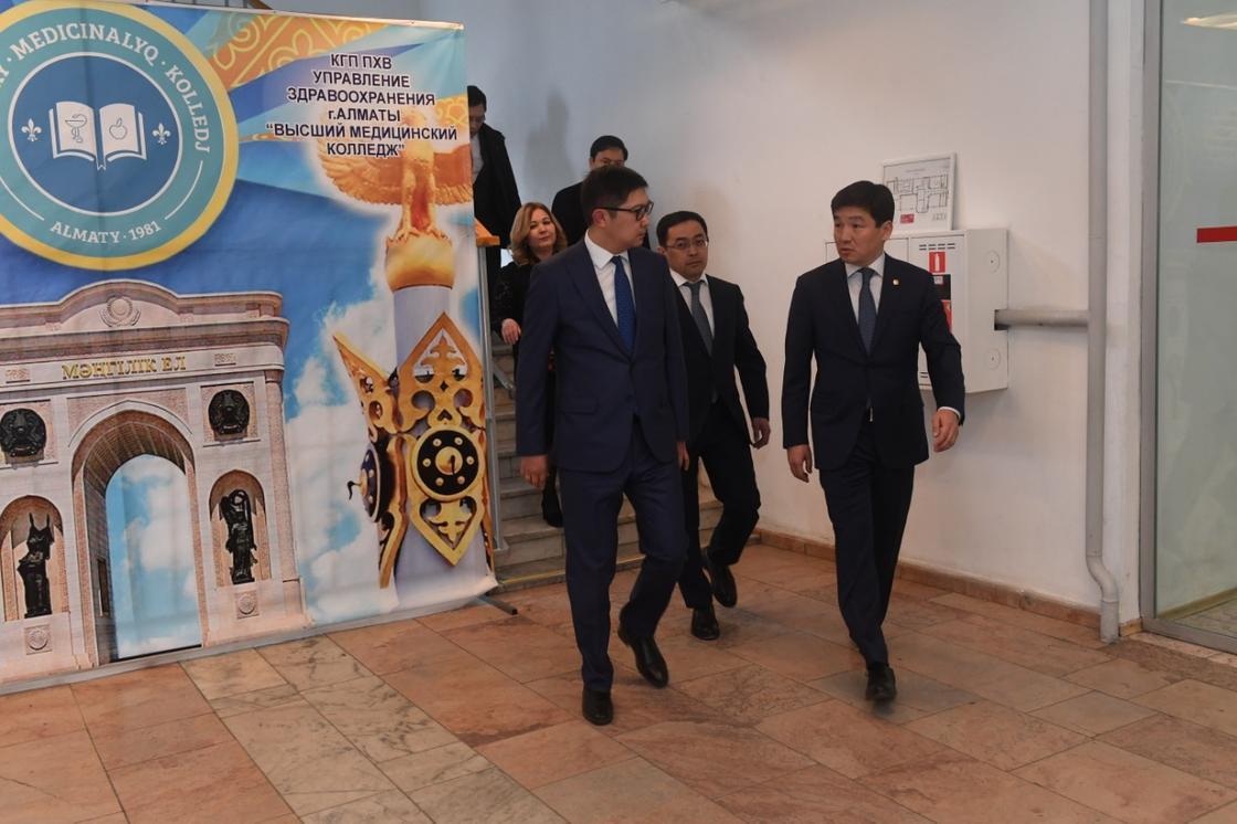 За срыв госзаказа уволена директор высшего медицинского колледжа в Алматы