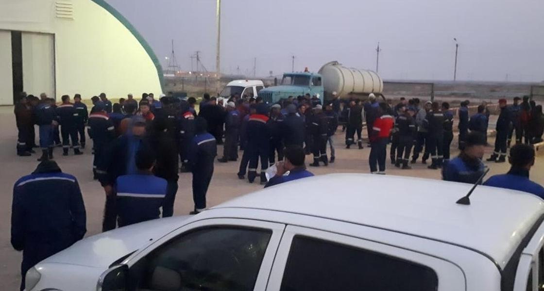 Рабочие устроили забастовку на нефтяных месторождениях в Мангистау (видео)