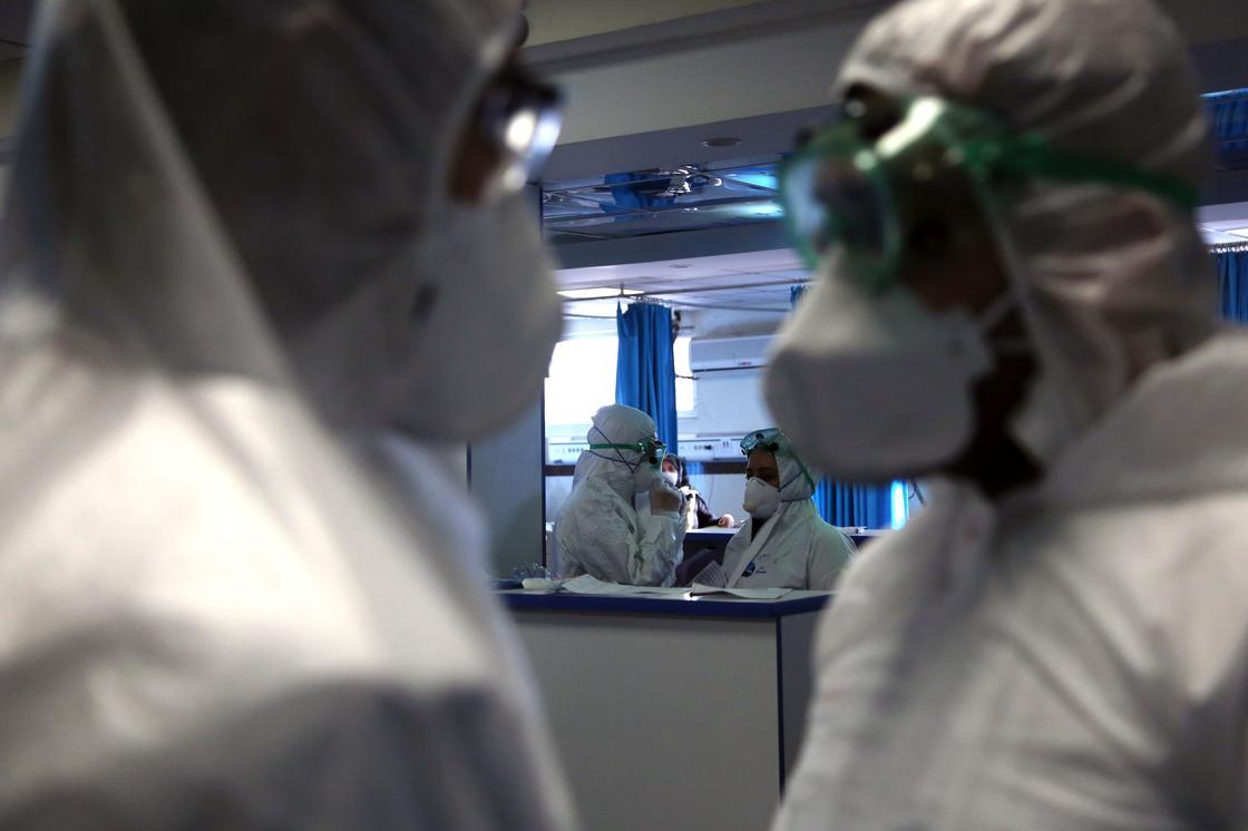 Почти 350 человек погибли за сутки от коронавируса в Италии