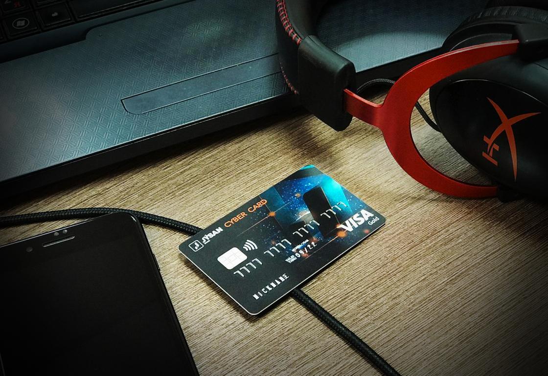 Маленькие казахстанцы начали открывать свои банковские карточки