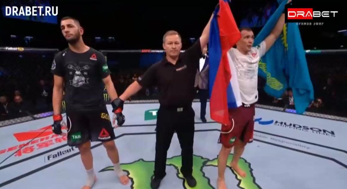 Первый казах в UFC вышел на свой дебютный бой с флагом Казахстана (видео)