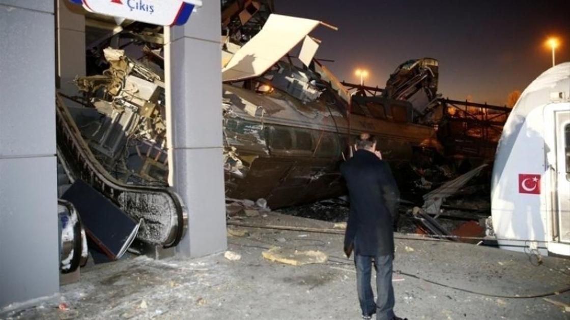 Видео с места крушения поезда в Анкаре появилось в Сети