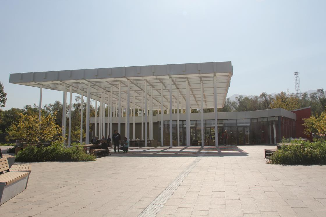 Южный вход алматинского Ботанического сада