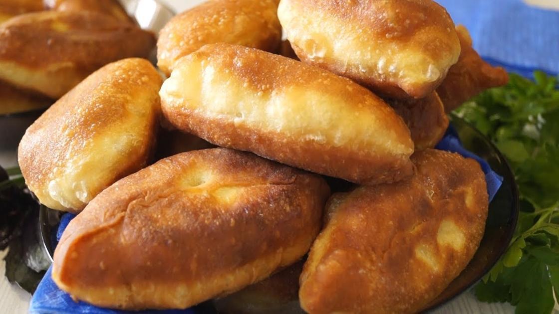 Пирожки на кефире в духовке на дрожжах