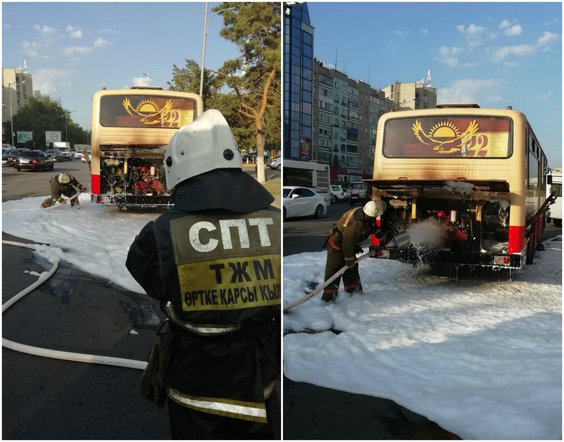 Автобус с десятками пассажиров загорелся возле АЗС в Уральске (фото)