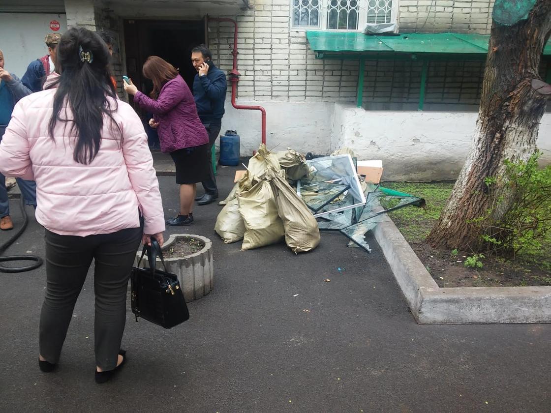 """""""Қорқынышты болды. Бәрі дүрлікті"""": куәгерлер Алматыдағы төтенше жағдай жайлы"""