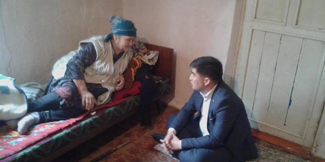 Түркістан облысында қабылдауына бара алмайтын тұрғындардың үйіне өзі барған әкім жұртты сүйсінтті