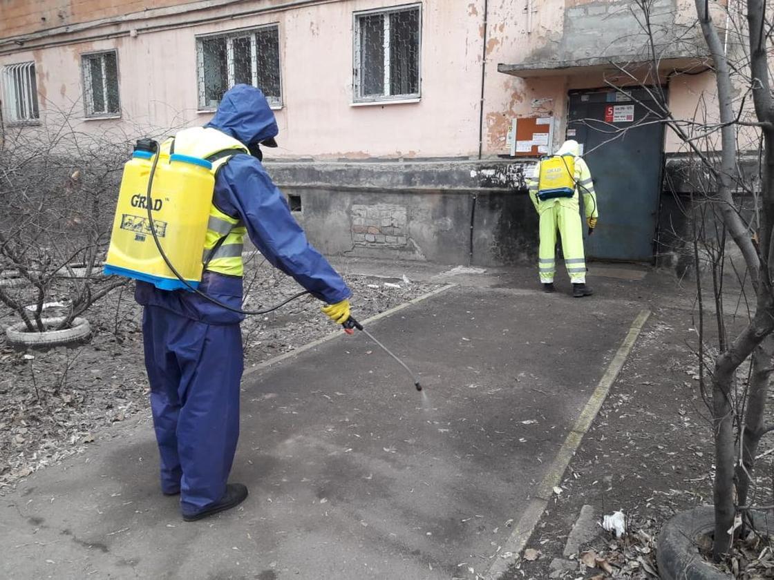 Закрыли на карантин больницу и дома: что творится после смерти мужчины в Павлодаре