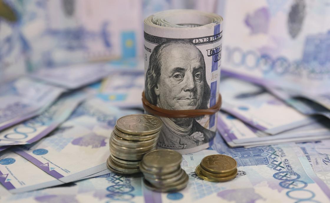 Какой депозит лучше выбрать: долларовый или тенговый
