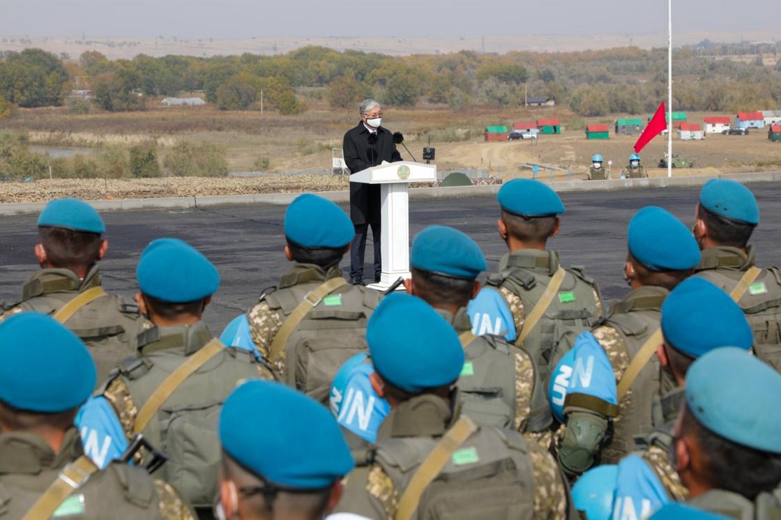 Касым-Жомарт Токаев выступает перед миротворцами